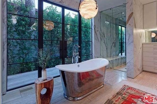 Celebrity Bathrooms, Rosie Huntington-Whitley bathroom, Jason Statham bathrrom